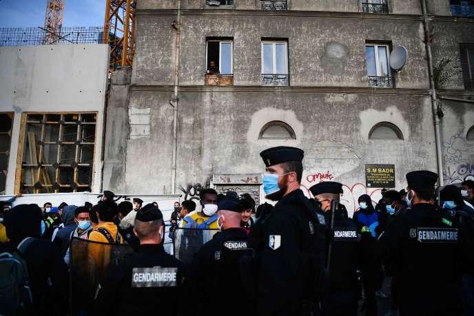Les forces de l'ordre évacuent le campement de migrants à Aubervilliers (Seine-Saint-Denis), le 29juillet.