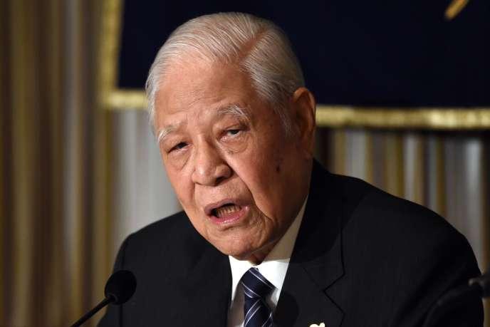 Le 23 juillet 2015, l'ancien président de Taiwan Lee Teng-hui prononce un discours lors d'un déjeuner au Foreign Correspondents' Club, à Tokyo.