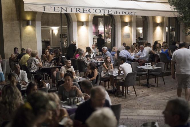 Une terrasse de restaurant, à Marseille, le 25 juillet.