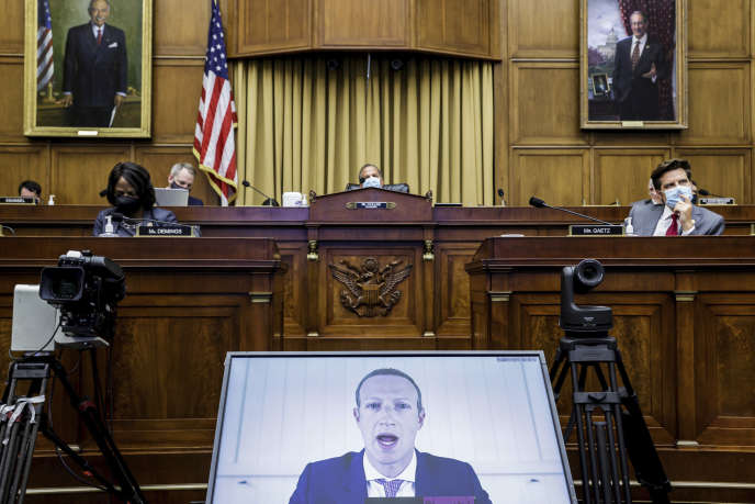 Mark Zuckerberg, le PDG de Facebook, est interrogé à distance par les élus américains de la Chambre des représentants, à Washington, le 29 juillet.
