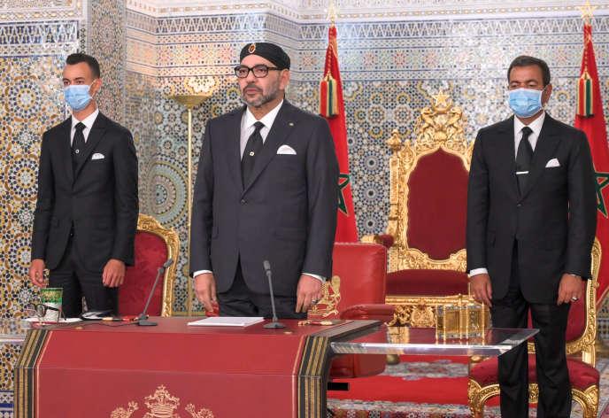Le roi Mohammed VI,son fils, le prince Moulay Al-Hassan, son frère, le prince Moulay Rachid, après le discours du roi du Maroc pour le 21e anniversaire de son accession au trône, le 29 juillet 2020, à Rabat.