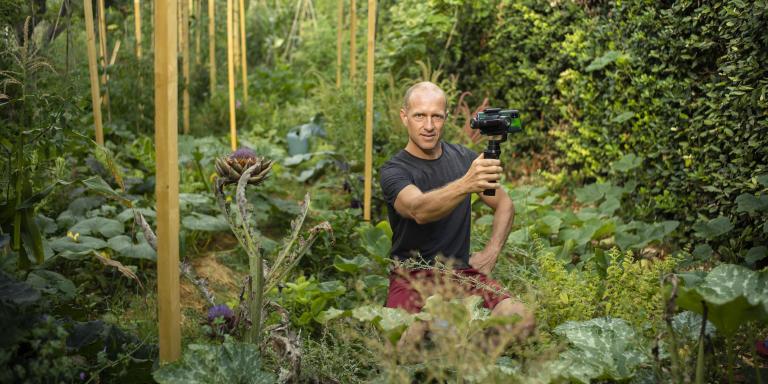 LIGNAN SUR ORB, FRANCE. JUILLET 2020. Olivier Puech est jardinier. Il anime la chaîne Youtube
