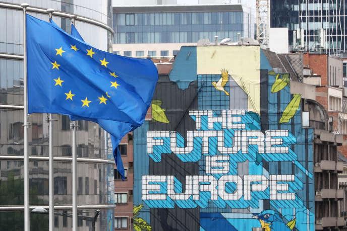 Devant les bureaux de la Commission européenne, à Bruxelles, le 16 juillet.