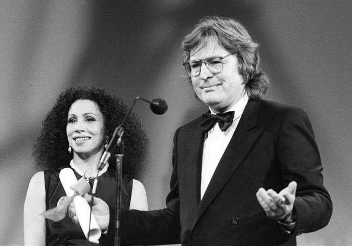 En 1985, Alan Parker, ici aux côtés de l'actriceJulia Migenes Johnson,avait remporté le grand prix du Festival de Cannes pour son film «Birdy».