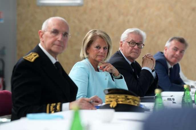 Table ronde avec la ministre déléguée chargée de l'autonomie, Brigitte Bourguignon, à Lumbres (Pas-de-Calais), le 18juillet.
