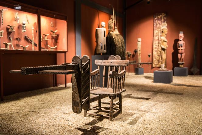 Trône royal ibo du Nigeria datant du XIXe siècle. Musée d'art et d'histoire des cultures d'Afrique de l'Ouest, le Mahicao, à Djilor, dans le delta du Saloum, au centre du Sénégal.