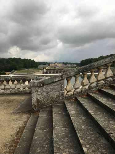 L'utilisationhabile de la perspective par Le Nôtre fait voir au visiteur le château plus près qu'il ne l'est en réalité.