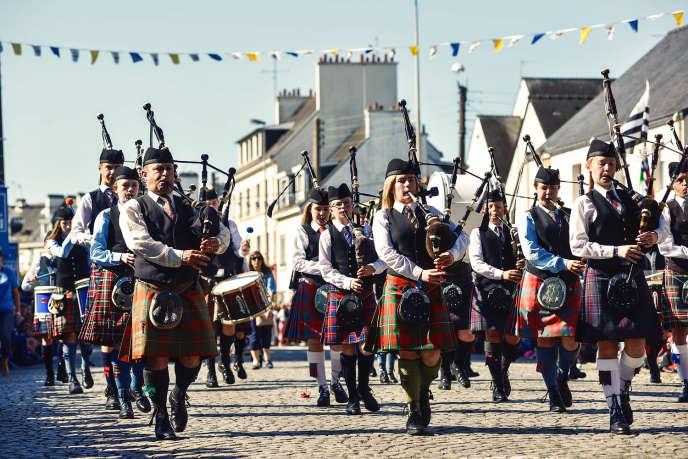 Pipe-band écossais lors de la grande parade de la 47e edition du Festival interceltique de Lorient, le 6 août 2017.