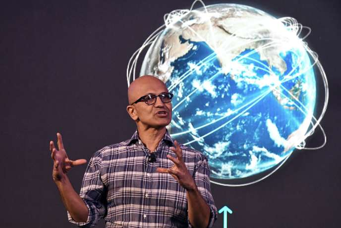 Le PDG de Microsoft, Satya Nadella, s'adresse au sommet de la tech «Future Decoded», à Bangalore (Inde), le 25 février.