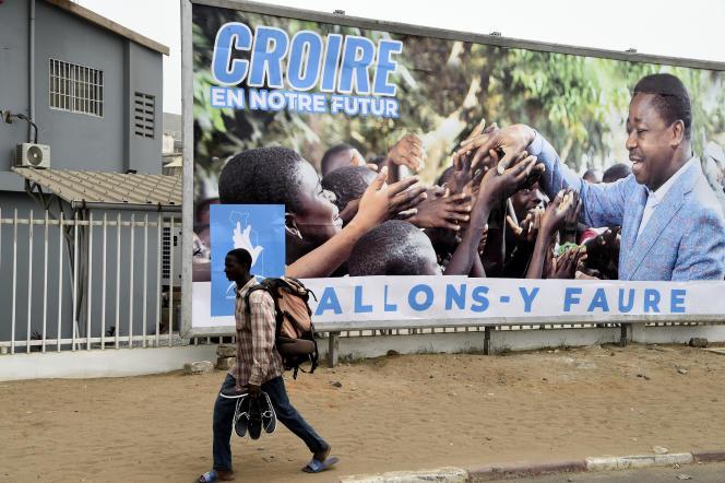 Une affiche de campagne du président Faure Gnassingbé, à Lomé, le 12février.