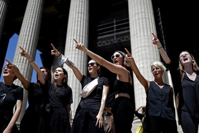 Manifestation féministe devant l'église de la Madeleine, à Paris, le 7 juillet 2020.