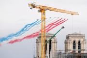 La patrouille de France survole Notre-Dame de Paris, le 14 juillet 2020.