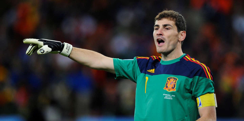 Le gardien de but espagnol Iker Casillas prend sa retraite