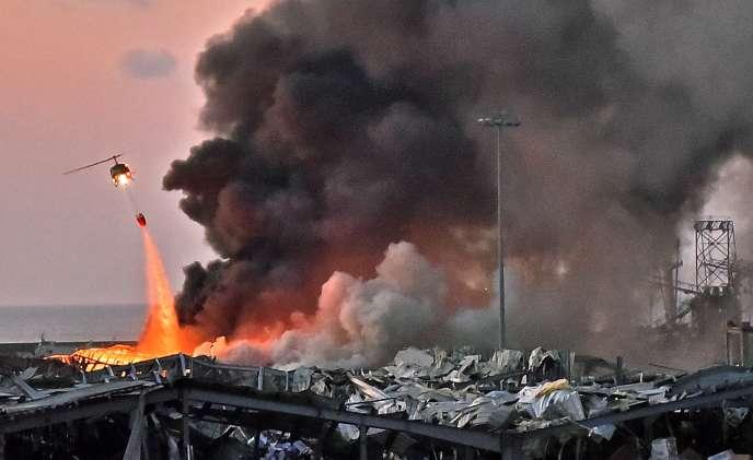 Sur le site de la double explosion, le 4 août à Beyrouth.