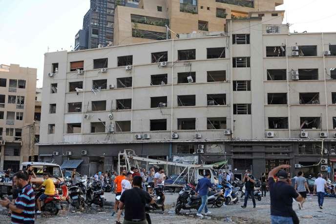 Près du lieu de l'explosion, mardi 4 août, à Beyrouth.
