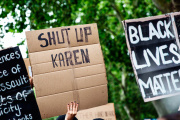 « Tais-toi Karen », un slogan repris lors de manifestations antiracistes.