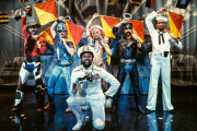 La première formation des Village People (de gauche à droite) : Randy Jones, David Hodo, Felipe Rose, Glenn Hughes, Alex Briley et Victor Willis.