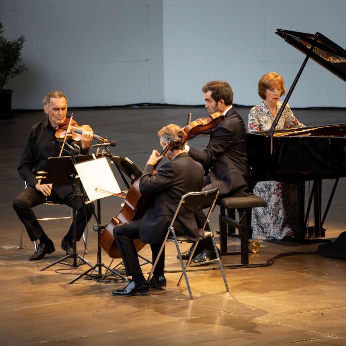 La pianiste Anne Queffélec en concert, dimanche 2 août, à La Roque-d'Anthéron.
