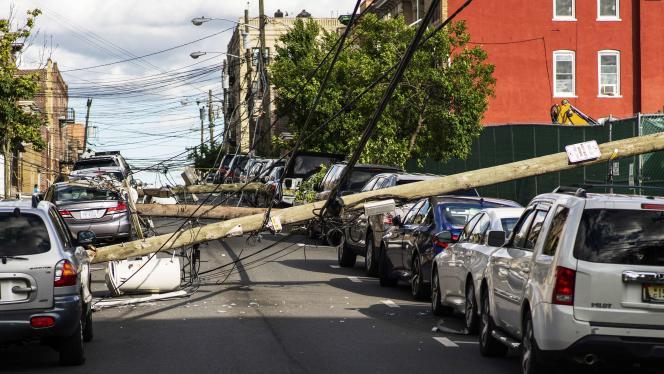 Des dégâts provoqués par latempête Isaias mardi 4 août à Guttenberg, dans le New Jersey.