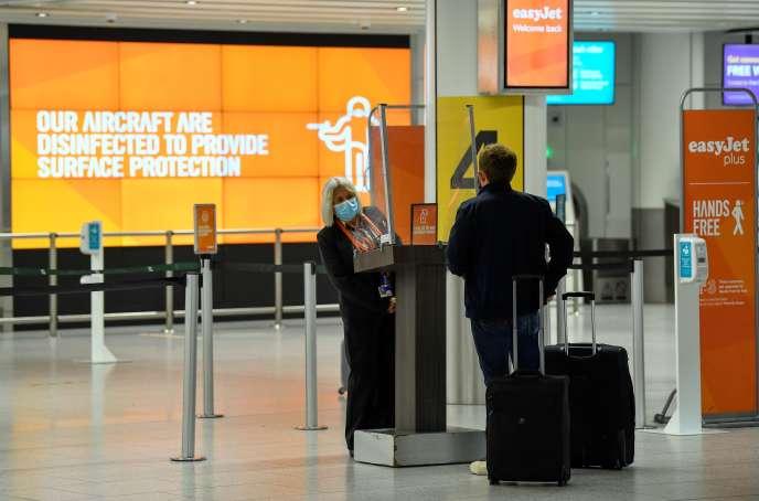 Guichet easyJet à l'aéroport de Gatwick (Royaume-Uni), le 10 juillet.