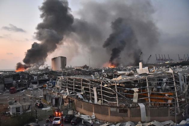 Sur le site de la double explosion, dans le port de Beyrouth, le 4 août.