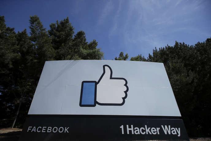 Devant les locaux de Facebook, à Menlo Park, en Californie, le 14 avril 2020.