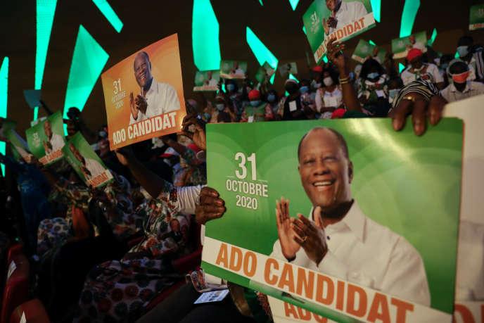 Des partisans du président ivoirien, Alassane Ouattara, lors d'un meeting du RHDP, le parti au pouvoir, à Abidjan, le 29juillet 2020.