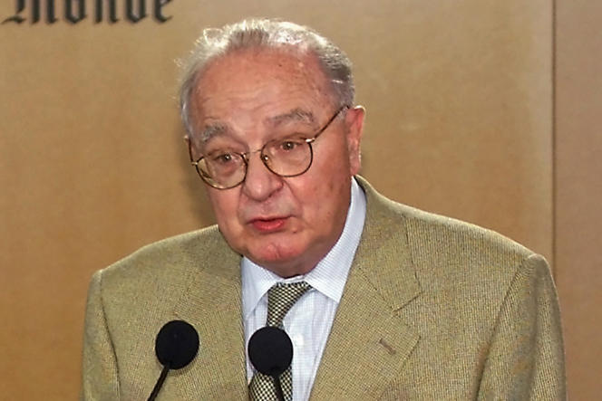 Le 9 mai 2000, le président du Festival de Cannes de l'époque, Pierre Viot, prononce un discours lors de la conférence «Le cinéma de demain».