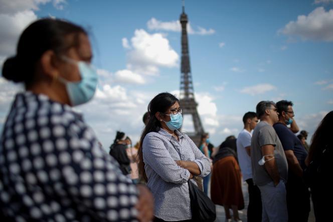 « Je crois qu'il faut prendre l'habitude de porter ce masque », a déclaré Emmanuel Macron.