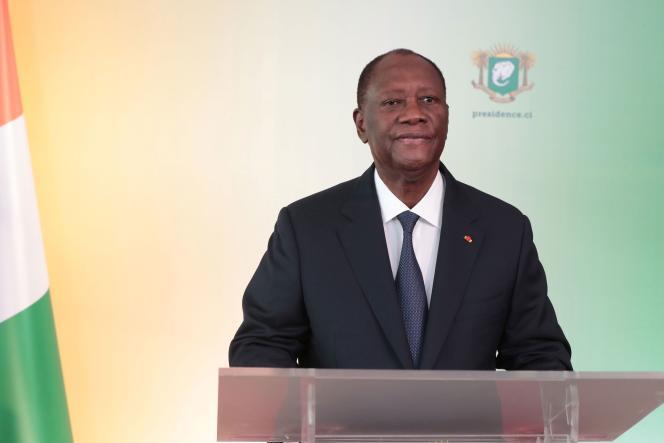 Le président ivoirien, Alasane Ouattara, annonce sa candidature à un troisième mandat, à Abidjan, jeudi 6août.