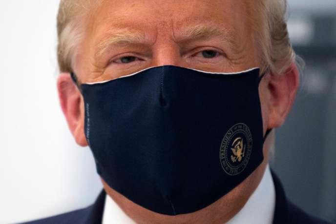 Donald Trumplors d'une visite d'un laboratoire fabriquant des composants pour un potentiel vaccin, à Morrisville (Caroline du Nord), le 27 juillet.