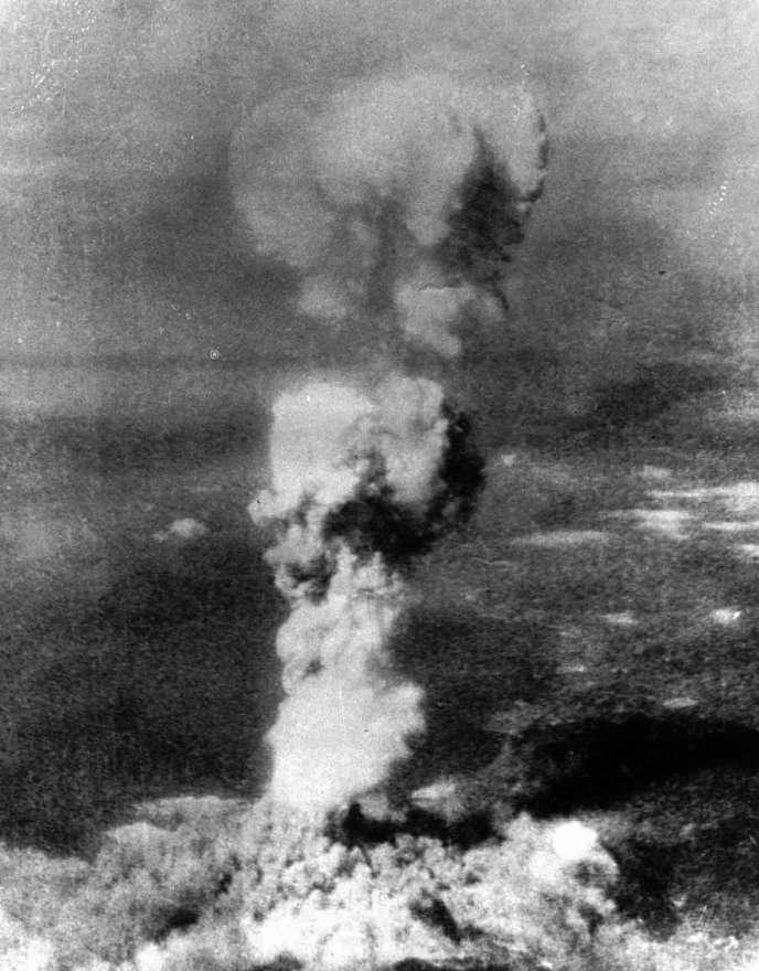 Photo du bombardement de la ville d'Hiroshima, au Japon, le 6 août 1945.