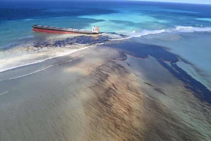 Le «MV Wakashio», échoué au large de la côte sud-est de l'île Maurice, le 7 août.