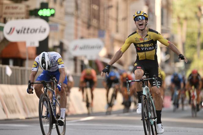 Le Belge Wout Van Aert s'est imposé au sprint à San Remo, devant le Français Julian Alpahilippe.