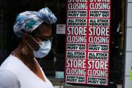 Un magasin annonce sa fermeture dans le quartier de Brooklyn, à New York, le 7 juillet 2020.