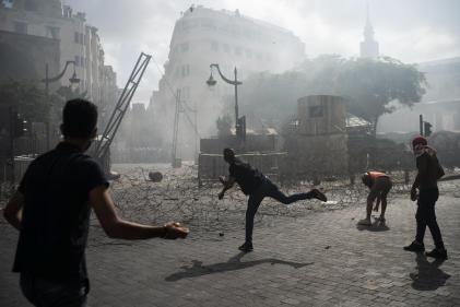 Affrontements entre policiers et manifestants contre le gouvernement, le 8 août à Beyrouth.