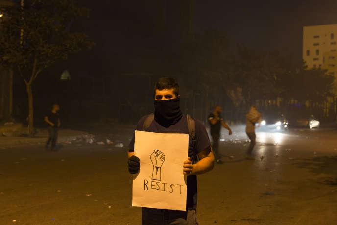 Charbel manifeste contre la corruption, dans les rues de Beyrouth, le 8 août.