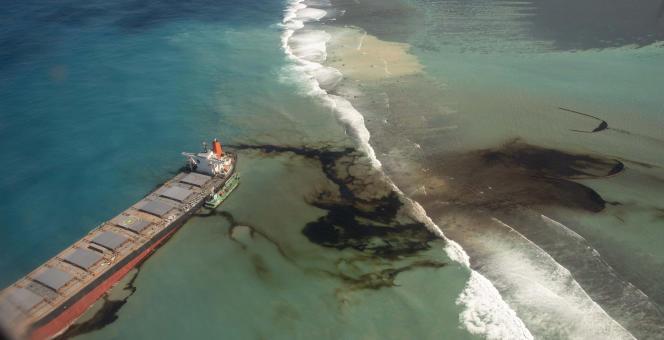 Le Wakashiotransportait 3 800 tonnes d'huile lourde et 200 tonnes de diesel lorsqu'il a heurté le 25 juillet un récif à Pointe d'Esny.