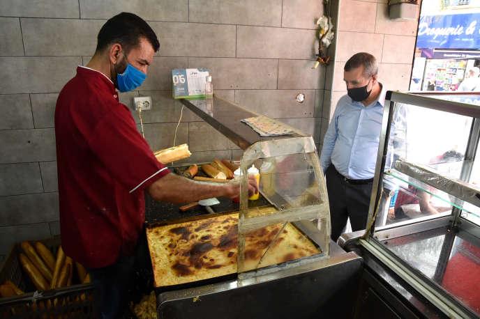 Un commerce de sandwichs à la «garantita» à Alger, le 7juin 2020.