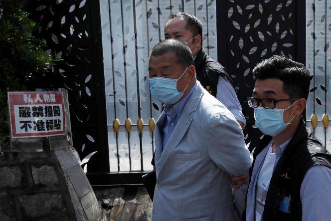 Le magnat des médias hongkongais Jimmy Lai, fondateur d'Apple Daily, arrêté par l'unité de sécurité nationale à Hongkong, le 10 août.