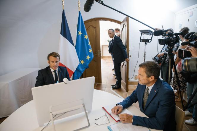 Emmanuel Macron en visioconférence internationale cinq jours après l'explosion qui a ravagé Beyrouth,depuis Brégançon (Var),le 9 août.