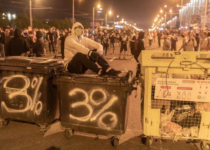 Les Biélorusses manifestent à Minsk, le 10 août, dénonçant la réélection du président Loukachenko, au pouvoir depuis 1994.