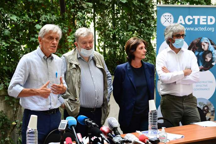 Conférence de presse des membres de l'ONG Acted, à Paris, le 10 août.