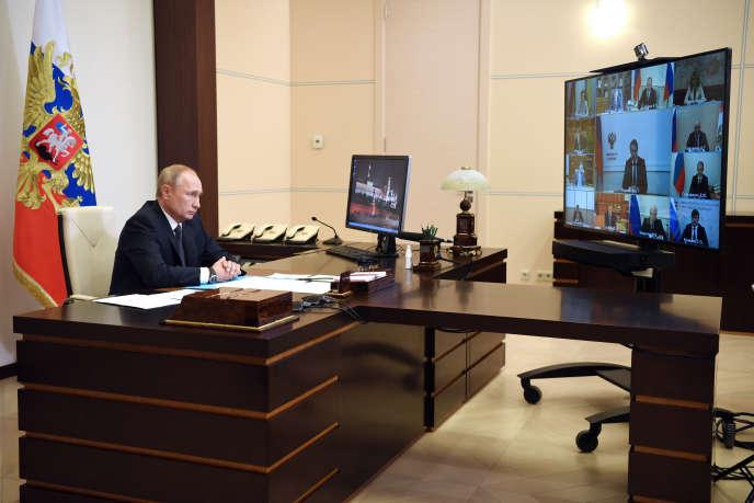 Le président russe, Vladimir Poutine, le 11 août, depuis sa résidence de Novo-Ogarevo, près de Moscou.
