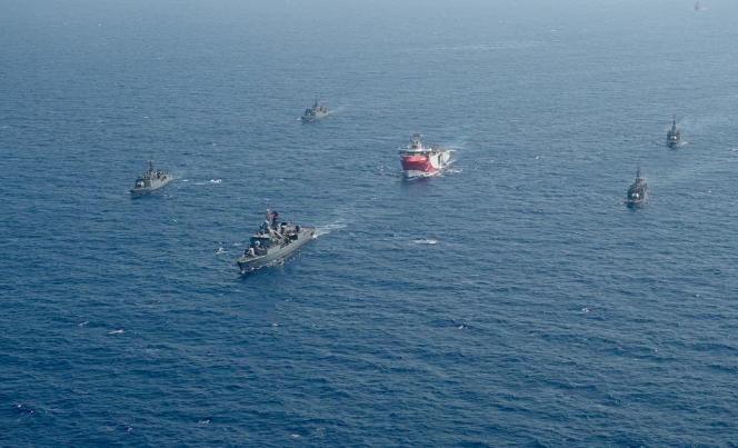 L'«Oruç-Reis»,escorté par une flottille turque, le 10 août 2020, au large de la Crète.