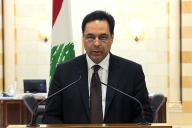Le premier ministre, Hassan Diab, annonce à la télévision la démission du gouvernement libanais, à Beyrouth, le 10 août.