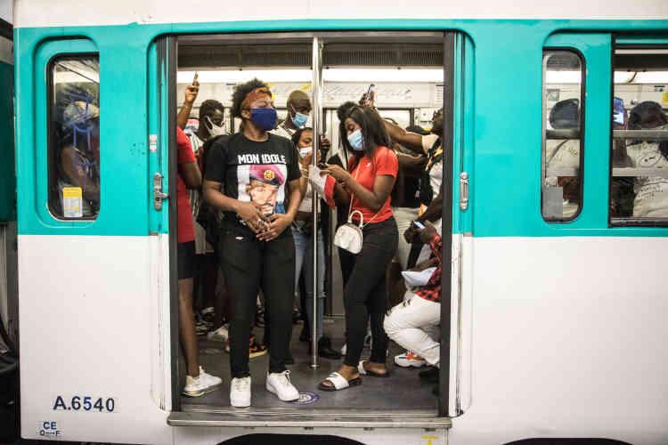 Après le rassemblement, les fans de DJ Arafat sont partis en métro, direction un «maquis» à Bondy pour ceux désireux de prolonger l'hommage.