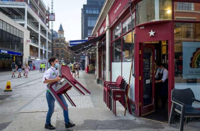 Fermeture d'un restaurant, le 12 août à Londres.