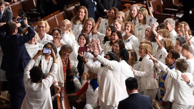 Des représentantes politiques américaines vêtues de blanc en hommage au 19e amendement, à Washington (Etats-Unis), le 5 février 2019.