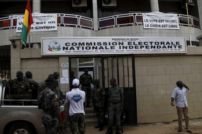 Le siège de la commission électorale guinéenne, à Conakry, en octobre 2015.
